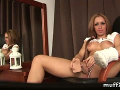 Gorgeous�sara m. sucks on a dildo